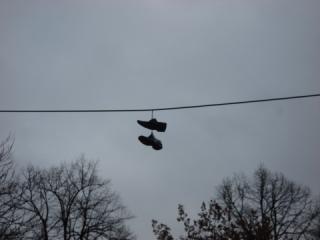 Schuhe aufgehängt